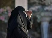 حبس مواطنة لسبها ابنة عمها عبر الواتساب بجدة