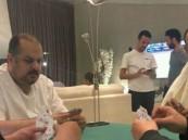 """أول تعليق من عبدالرحمن بن مساعد على صورة لعبه """"البلوت"""" مع عبادي الجوهر"""