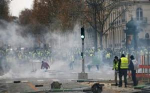 وزير الداخلية الفرنسي يدرس  فرض حالة الطوارئ لضمان الأمن