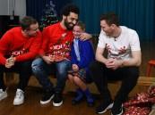 شاهد: صلاح يشارك طلاب مدرسة الاحتفال بأعياد الميلاد.. وهذا رد فعلهم