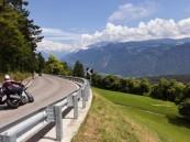 مواطنة تتعرض لحادث دراجة نارية في النمسا.. وزوجها ينتقد بطء السفارة في مساعدتهما