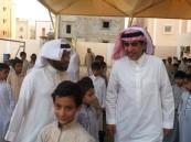 وزير التعليم يشارك طلاب مدارس جازان طابورهم الصباحي (صور)