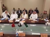 الفالح يبحث سبل التعاون مع وزيري البترول والموانئ الباكستانيين