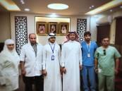 فريق مركز الرعاية الأولية يبادر بتطعيم الأطفال المنومين في مستشفى صامطة