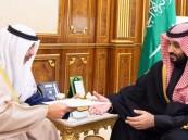 أمير الكويت يبعث برسالة لولي العهد
