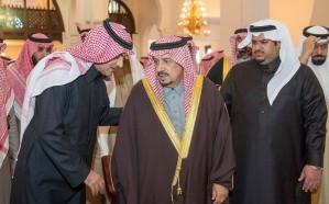 أمير الرياض ونائبه يؤديان صلاة الميت على والدة الأمير تركي