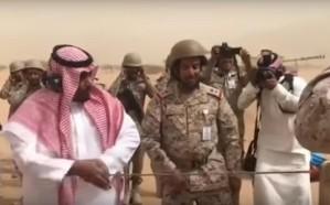 فيديو.. نائب أمير نجران يشارك المرابطين بإطلاق  قذيفة مدفعية نحو مليشيات الحـوثي