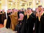 أمير الرياض يؤدي صلاة الميت على الأمير فيصل بن بدر