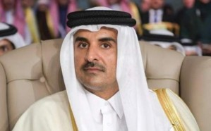 #تميم_يهرب_من_قمه_تونس.. فيديو يظهر لحظة انسحاب أمير قطر
