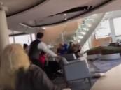 فيديو.. رعب بين ركاب سفينة بعد تعطل محركها قبالة سواحل النرويج