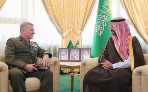 الأمير عبدالله بن بندر يستقبل قائد القيادة المركزية الأمريكية