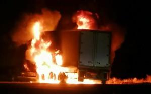 شاهد.. حريق هائل في  برادة نقل دواجن بعسير