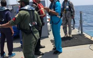 شاهد.. إنقاذ 31 بحاراً كانوا على متن سفينة بضائع احترقت بالكامل في البحر الأحمر