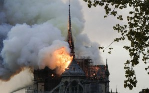 بالصور.. السيطرة على حريق كاتدرائية نوتردام في باريس