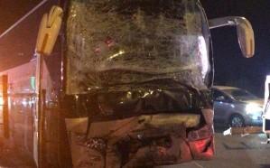 """إصابة 26 معتمرًا في حادث تصادم على طريق """"مكة – المدينة"""""""