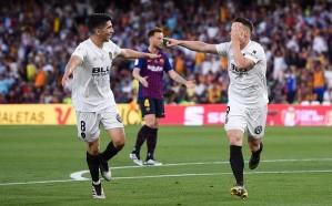 فالنسيا يفجر مفاجأة ويفوز بكأس إسبانيا على حساب برشلونة