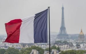 فرنسا تحذر إيران من خرق بنود الاتفاق النووي