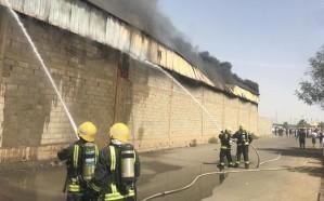 شاهد.. حريق هائل في مستودع بصبيا يصيب 6 أشخاص