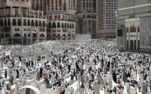 جموع المصلين يؤدون أول جمعة من رمضان بالمسجد الحرام