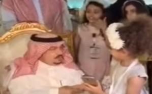 فيديو.. هكذا حقق أمير الرياض حلم طفلة بعد إلقائها قصيدة وطنية