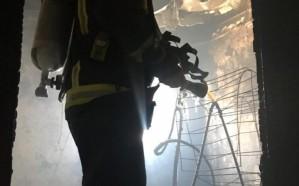 إخلاء بناية سكنية إثر نشوب حريق هائل بالمدينة المنورة