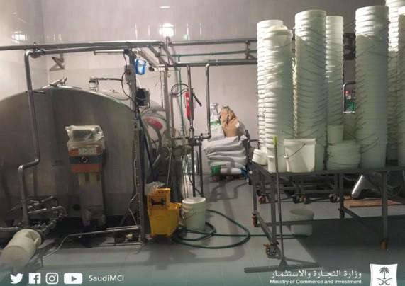 ضبط مصنع غير مرخص لإنتاج الألبان في الخرج
