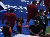 """""""بسمة"""" أول فتاة سعودية ترافق اللاعبين في تاريخ دوري أبطال أوروبا"""