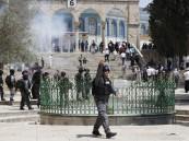 """اشتباكات في المسجد الأقصى .. وإسرائيل تستخدم""""المطاطي"""""""