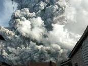 بالفيديو.. ثوران بركان جبل سينابونج في سومطرة بإندونيسيا