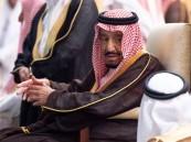 خادم الحرمين  يؤدي صلاة الميت على الأمير بندر بن عبدالعزيز آل سعود