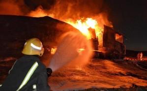 حريق ضخم بشاحنتين إثر حادث مروع في حائل