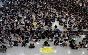 الإمارات : لا للملابس البيضاء والسوداء في هونغ كونغ!