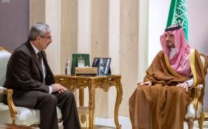 وزير الداخلية يستقبل سفيري باكستان وتونس