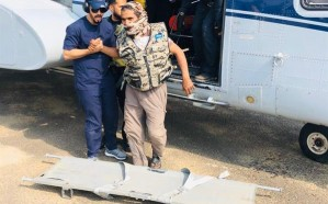 بالصور.. لحظة إنقاذ ثلاثة أشخاص احتُجزوا في منطقة وعرة بالباحة