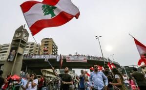 لبنان.. سلسلة بشرية للمحتجين من طرابلس لصور مرورًا ببيروت