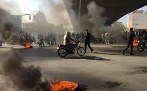 إيران: 28 محافظة و100 مدينة تنتفض في وجه النظام