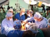 الفريق الطبي ينجح بفصل الأجهزة الملتصقة للتوأم السيامي الليبي