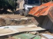 حملات مكثفة لإزالة التعديات على الأراضي الحكومية في خميس مشيط
