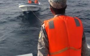 حرس الحدود بالمدينة المنورة ينقذ مواطن ومرافقه تعطل قاربهما في عرض البحر