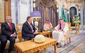 خادم الحرمين يستعرض مجمل الأحداث الإقليمية والدولية  مع وزير الخارجية الأمريكي