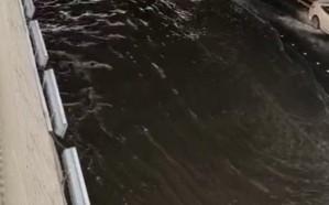 كثافة مرورية بسبب تسرب مياه على طريق الملك في جدة