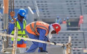 العمال الأجانب فى قطر يتوسلون للحصول على الطعام