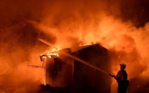 فيديو.. اندلاع حريق داخل استديو لقناة إيرانية أثناء تسجيل برنامج