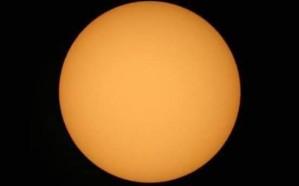 لليوم السابع على التوالي.. ظهور الشمس في السماء بدون بقع