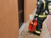 شاهد: اندلاع حريق داخل مبنى سكني بالدمام.. والدفاع المدني يحذر