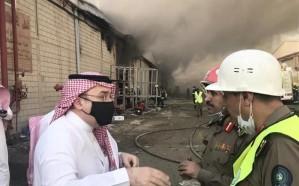 محافظ جدة يباشر مع الدفاع المدني حريقاً في مستودعات للأقمشة