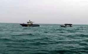 حرس الحدود ينقذ مواطنيَن تعطل قاربهما بعرض البحر أثناء رحلة صيد بجازان