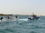 حرس الحدود ينقذ مواطنَين تعطل قاربهما في البحر الأحمر