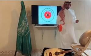 فيديو.. مواطن يحرق آلة موسيقية من صناعة تركيا