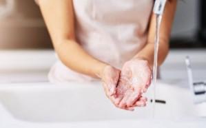 فيروس كورونا يبقى على الجلد البشري وقتا يفوق الإنفلونزا.. تعرف على التفاصيل